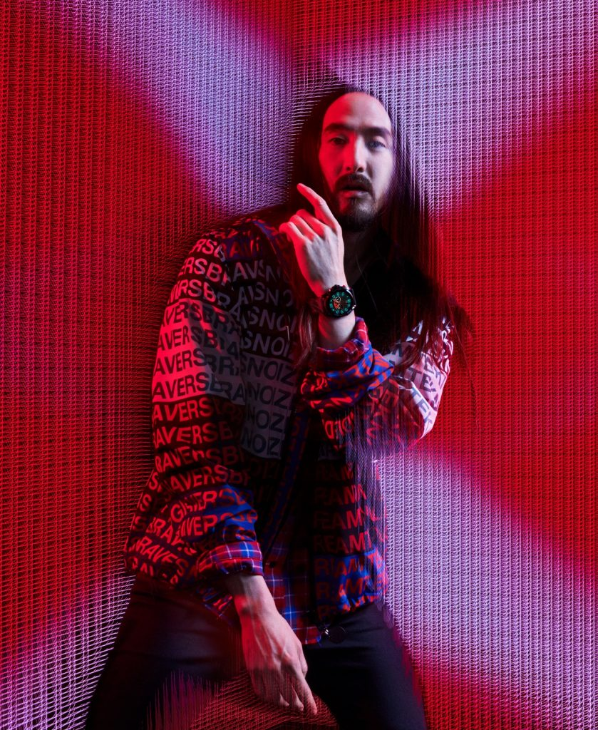 Steve Aoki luciendo el smartwatch Diesel Full Guard 2.5