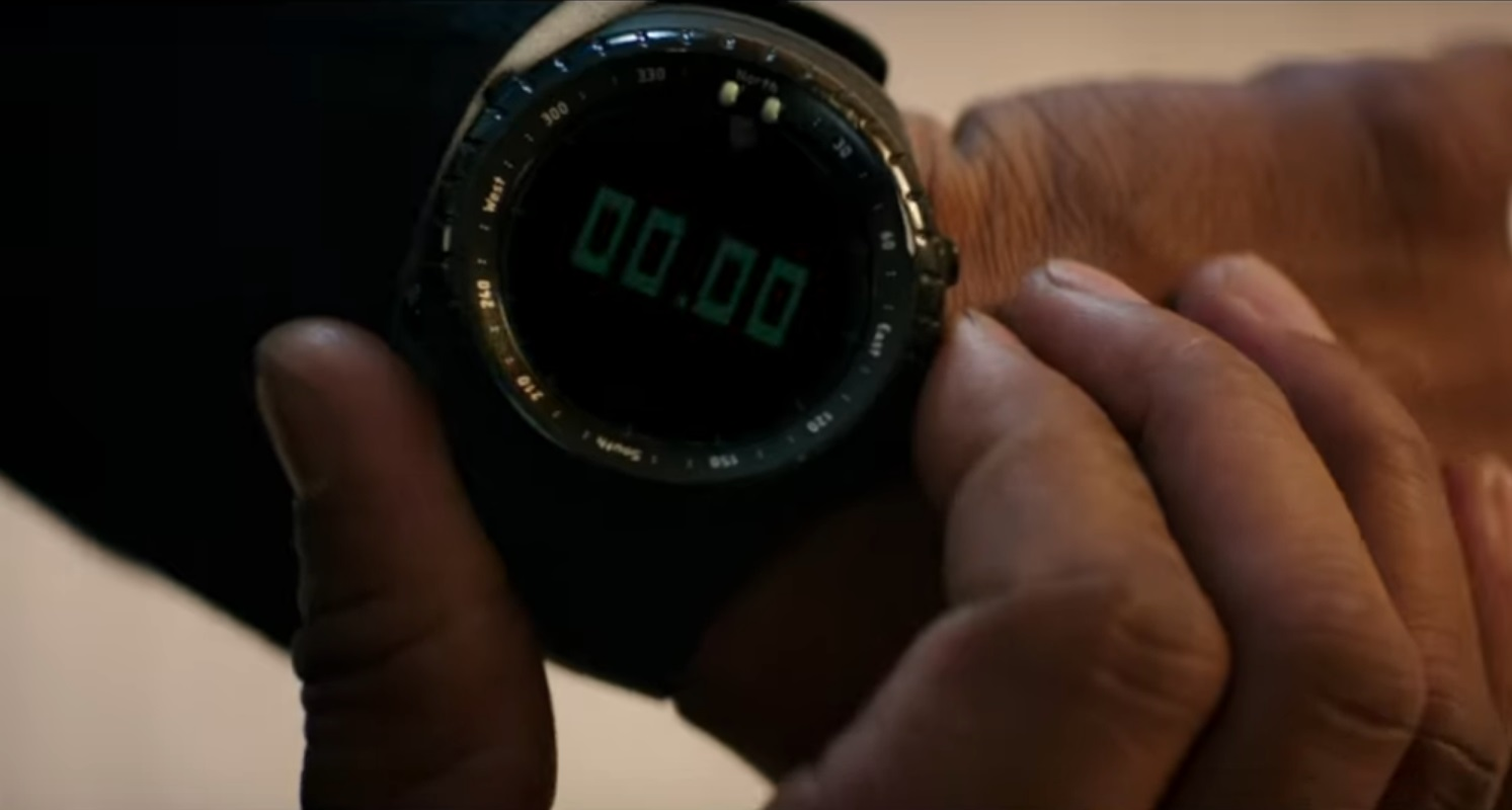 Captura de pantalla que muestra el reloj de Denzel Washington en el trailer de The Equalizer 2