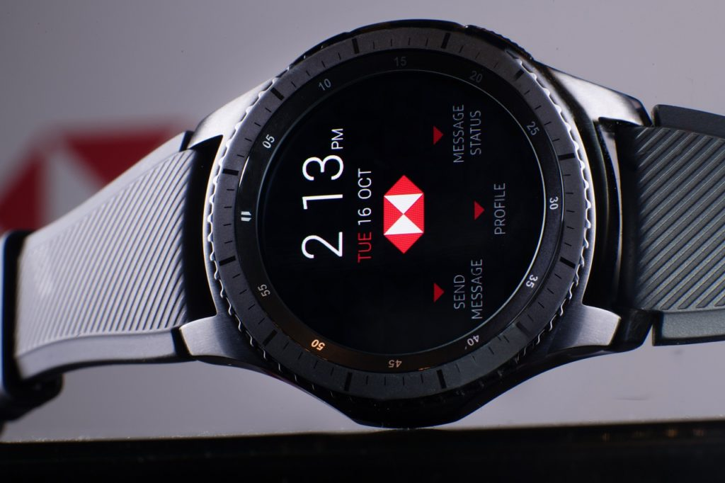 Smartwatch Gear S3 en una filial del banco HSBC