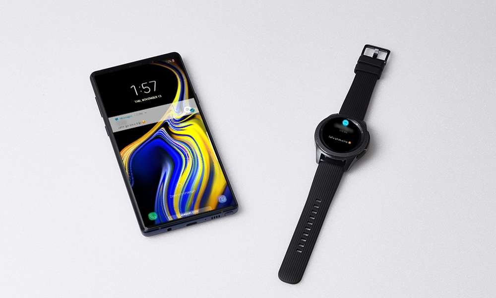 Samsung Galaxy Watch junto a un smartphone Galaxy S9